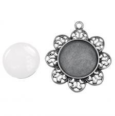 Colgante camafeo metálico con cabuchón vidrio. ∅ 4,3 cm. Oro y plata