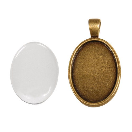 Colgante camafeo metálico con cabuchón vidrio. 2x2,7 cm. Oro y plata